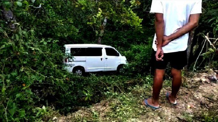 Misterius, Warga Heran Ada Mobil Dibiarkan Jatuh di Jurang di Buton, Ditinggal Pemiliknya