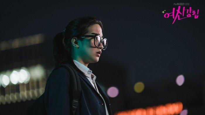 Sinopsis Episode 1 Drama Korea True Beauty: Awal Pertemuan Jukyung dan Suho