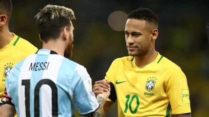 Bintang Argentina Lionel Messi berjabat tangan dengan bintang Brazil Neymar. Keduanya akan kembali saling berhadapan dalam final Copa America 2021 yang mempertemukan Brazil vs Argentina Minggu (11/7) pagi WIB (Instagram @cbf_futebol)