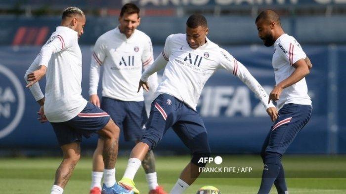Neymar, Messi, dan Mbappe saat berlatih bersama di PSG (FRANCK FIFE / AFP)