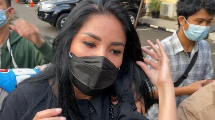Nindy Ayunda Hadir sebagai Saksi di Sidang Kasus Narkoba dan Kepemilikan Senpi Ilegal Sang Suami