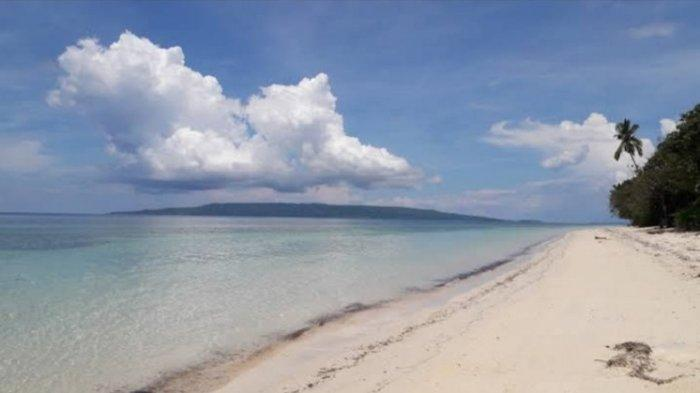 Pantai Jodoh Batauga Suguhkan Hamparan Pasir Putih hingga Pemandangan Tebing Nan Eksotis