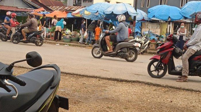 Pasar Wameo Kota Baubau Dipadati Pengunjung, Harga Sembako Tetap Normal, Warga Berdesakan