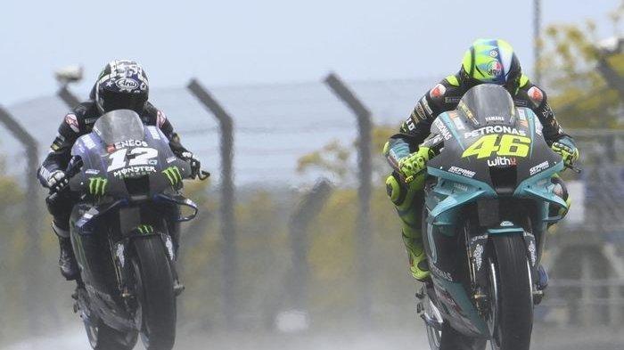 Pebalap Petronas Yamaha SRT, Valentino Rossi (kanan).
