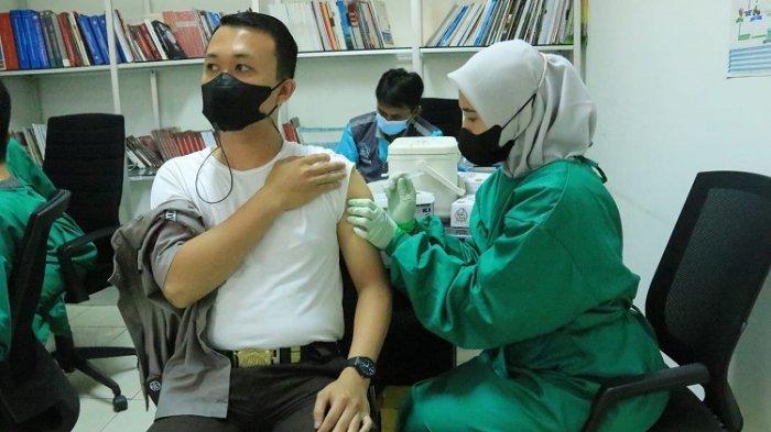 Capai Target Vaksinasi Covid-19, Kemenkes Perbanyak Sentra Vaksinasi Gandeng TNI-Polri hingga BUMN
