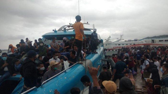 Pelabuhan Nusantara Kendari Disesaki Penumpang Tujuan Bau-Bau dan Raha