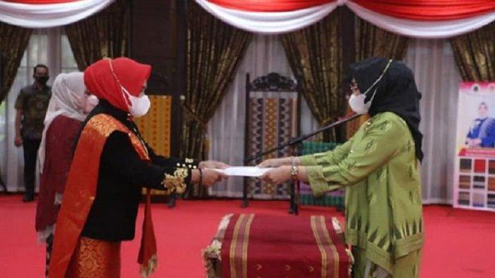 Nur Endang Abbas Lantik Istri Bupati Konawe Selatan & Muna Barat sebagai Ketua Dekranasda