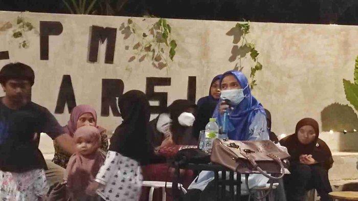 Faika Burhan, salah seorang penulis buku Malam Pengantin Aisyah, pada Dialog, Peluncuran Buku, dan Sandiwara Sastra, di Madecca Coffee Kendari, Rabu (17/3/2021) malam.