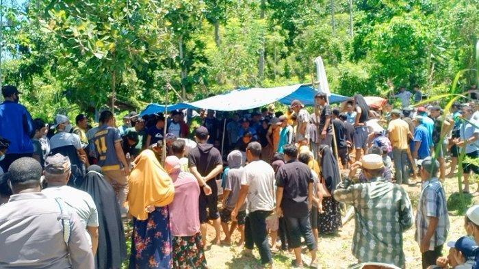 Detik-detik Pemakaman Ayah dan Anak di Konawe, Korban Tewas Disambar Petir Saat Berteduh di Gubuk