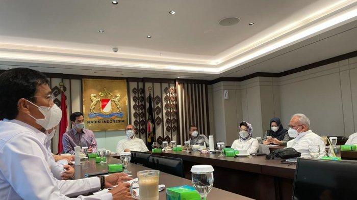 Pembahasan persiapan Munas VIII Kadin Indonesia yang berlangsung di Menara Kadin Indonesia, Kuningan, Jakarta Selatan, Rabu (16/06/2021), diikuti pengurus pusat maupun daerah.