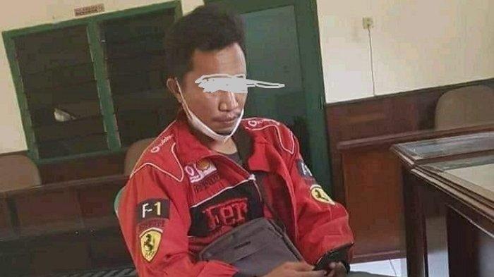 Seorang warga Kabupaten Konawe, Sulawesi Tenggara (Sultra), berinisial A yang merupakan pemilik akun Facebook Muhammad Jisrah Rahman memberi klarifikasi di Pangkalan TNI Angkatan Laut (Lanal) Kendari, Rabu (28/04/2021).