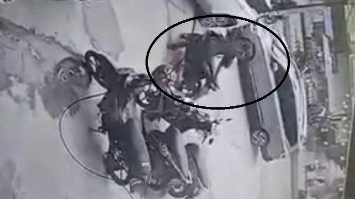 Bermodal Video CCTV, Polisi Buru Pelaku Pencurian Motor di Depan Universitas Mandala Waluya Kendari