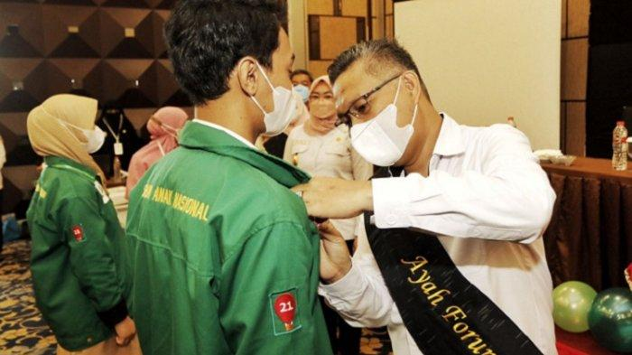 Kukuhkan Forum Anak, Sulkarnain Kadir Harap Menjadi Contoh bagi Anak-anak di Kota Kendari