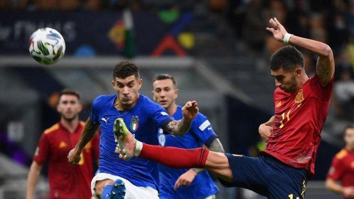 Penyerang Spanyol Ferran Torres beraksi pada semifinal UEFA Nations League kontara Spanyol di Stadion San Siro, Milan, pada Kamis (7/10/2021) dini hari WIB.(AFP/FRANCK FIFE)