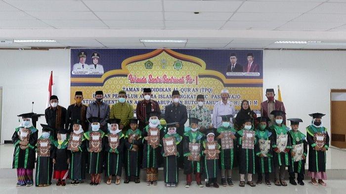 Penyuluh Agama Islam Pasarwajo Wisuda 108 Santri, Bupati Buton Genjot Sertifikat Tamat Alquran
