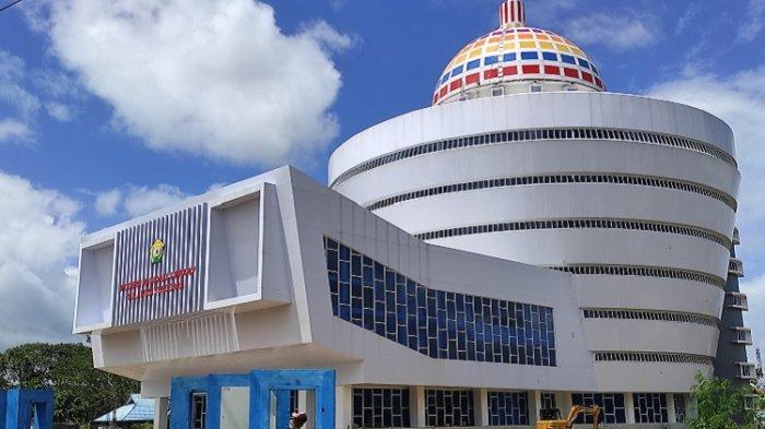 Gubernur Ali Mazi Diberi Gelar Nugra Jasadarma Pustaloka karena Bangun Perpustakaan Modern di Sultra