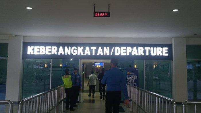 Pintu keberangkatan Bandara Haluoleo Kendari, Provinsi Sulawesi Tenggara (Sultra).