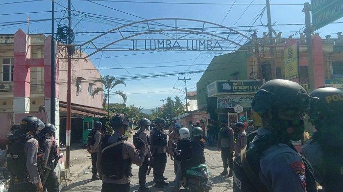 polisi berjaga di lorong Lumba-Lumba