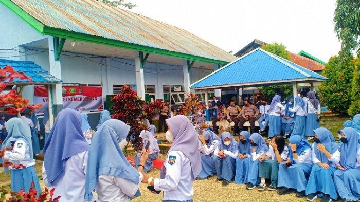 Polres Konawe Gelar Vaksinasi Covid-19 Pelajar di SMA Negeri 1 Wawotobi, Diikuti 237 Siswa