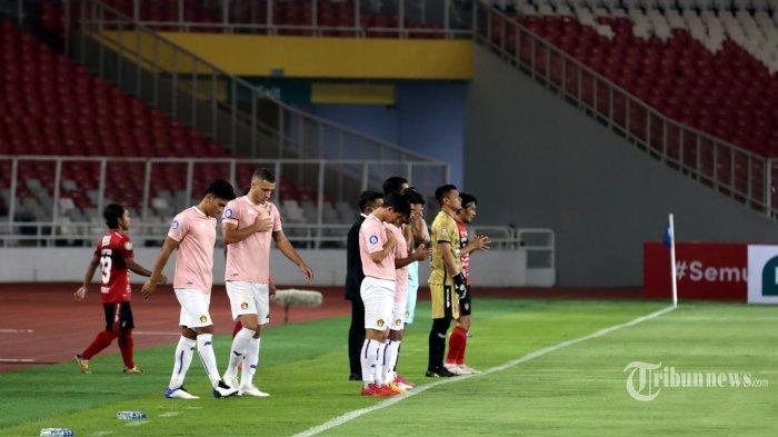 Prosesi acara pembukaan BRI Liga 1 2021-2022 di Stadion Utama Gelora Bung Karno (SUGBK), Senayan, Jakarta Pusat, Jumat (27/8/2021) malam. Setelah terhenti selama 1,5 tahun akibat pandemi Covid-19, kompetisi Liga 1 kembali digulirkan dengan protokol kesehatan yang ketat. Laga pembuka mempertemukan Bali United kontra Persik Kediri dengan hasil akhir 1-0 untuk keunggulan Bali United. BolaSport.com/Muhammad Alif Aziz Mardiansyah