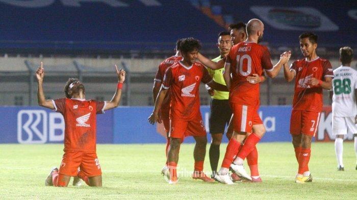 PSM Makassar menghadapi Persebaya Surabaya pada lanjutan BRI Liga 1 2021-2022 di Stadion Si Jalak Hatupat, Soreang, Kabupaten Bandung, Jawa Barat, Sabtu (18/9/2021). Dalam laga ini PSM Makassar taklukkan Persebaya Surabaya dengan skor 3-1/Berikut adalah Live Streaming OChannel di Persik Kediri vs PSM Makassar di BRI Liga 1 2021, Kamis (23/9/2021) pukul 15.15 WIB TRIBUN JABAR/GANI KURNIAWAN