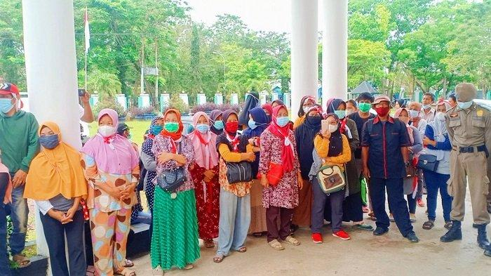 Guru Honorer dan Orang Tua Murid SDN Bungguosu Konawe Berunjuk Rasa, Minta Kepala Sekolah Dicopot