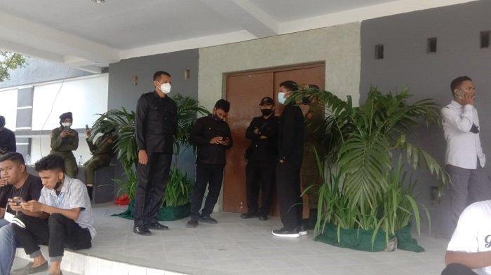 Rapat Senat Pemilihan Rektor Universitas Halu Oleo Digelar Tertutup, Ruangan Dijaga Ketat Sekuriti