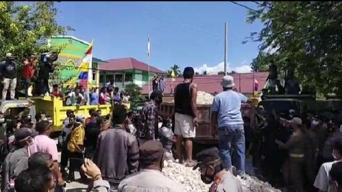 Ratusan Sopir Truk Demo, Tumpah Material Tanah di Kantor Bupati Buton Tengah, Tuntut Dipekerjakan