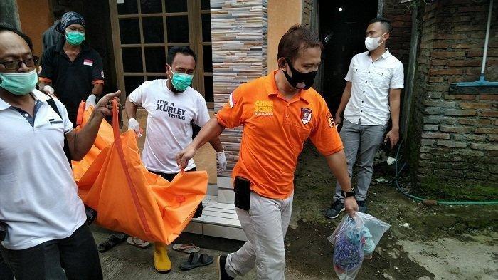 Satu Keluarga Tewas Tertimbun Tumpukan Baju, Kondisi Ayah, Ibu, dan Anak Sudah Membusuk