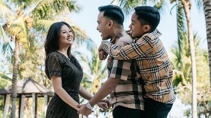 Tampak keluarga Ruben Onsu dan Sarwendah telihat harmonis.
