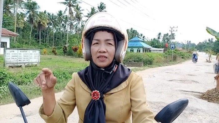 Curhatan Bu Kepsek SD di Konawe Selatan Jatuh di Jalan Rusak, Lutut Lecet: Kenyang Makan Janji