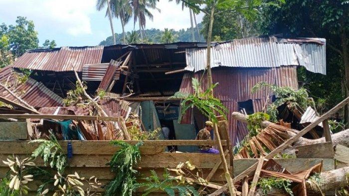 Kondisi rumah di Kolaka Utara Hancur Gegara Tertimpa