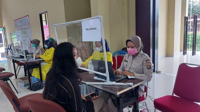 Seratusan Mahasiswa dari Berbagai Kampus di Kendari Vaksinasi Covid-19 di Mapolda Sulawesi Tenggara