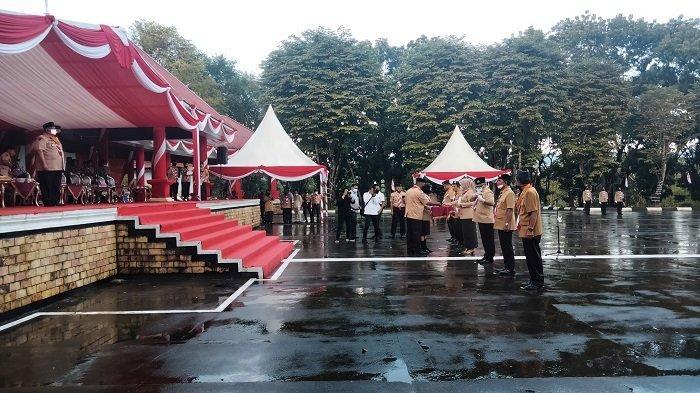 Sebanyak 6 kepala daerah di Provinsi Sulawesi Tenggara (Sultra) menerima penghargaan dalam peringatan Hari Pramuka 2021.