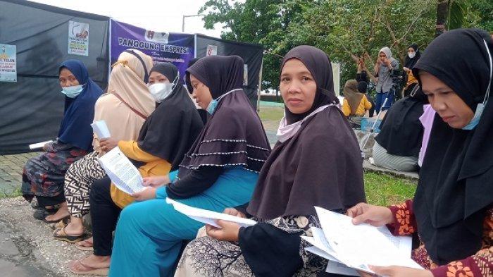 Hari Tani Nasional, Sejumlah Ibu-ibu Gelar Panggung Ekspresi, Sebut Reklamasi Teluk Kendari