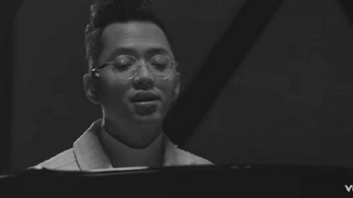 Lirik Lagu It's You - Sezairi Sezali, Single dari Album Undertones, Lengkap Terjemahan Indonesia
