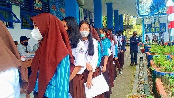 Vaksinasi di SMA Negeri 1 Unaaha, Polres Konawe Target 500 Siswa, Waktu Dekat di Kampus & Komunitas