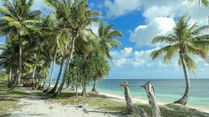 Suasana di Pantai One Melangka di Binongko, Kabupaten Wakatobi, Sulawesi Tenggara.