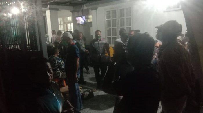 Suasana Rumah Duka Ibunda Gubernur Sultra Ali Mazi, Kerabat Berdatangan, Rencana Dimakamkan di Buton