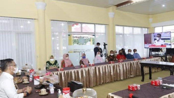 Wali Kota Kendari Sulkarnain Kadir saat memimpin pembentukan forum keluarga Sakinah di lingkup ASN Pemkot Kendari.