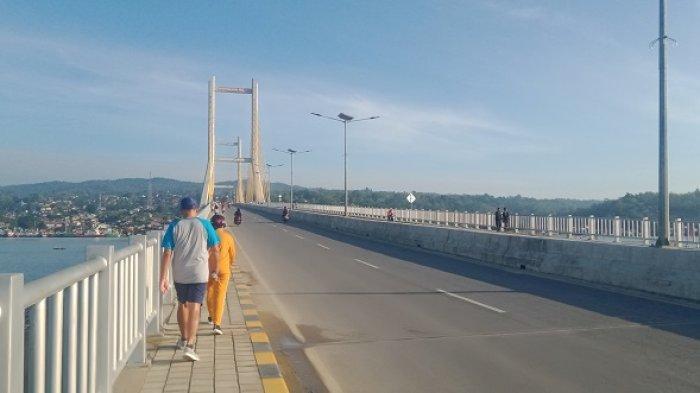 Joging dan Menikmati Pemandangan Laut dari Atas Jembatan Teluk Kendari, Terpanjang Ketiga Indonesia