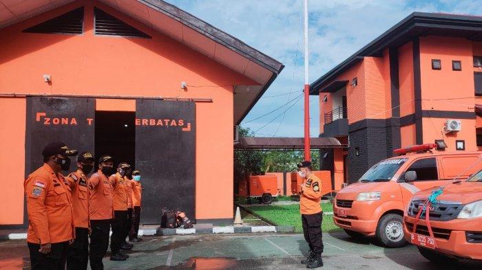 Tim Rescue KPP Kendari diberangkatkan ke lokasi tabrakan kapal tunda (tugboat) dengan longboat (perahu) yang terjadi disekitar Selat Tobea, Perairan Polewali, Kabupaten Konawe Selatan (Konsel), Provinsi Sulawesi Tenggara, Rabu (8/9/2021).