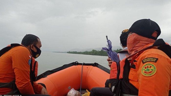 Pencarian Dua Korban Tenggelam di Pantai Batu Gong, Tim SAR Terkendala Gelombang Laut & Air Keruh