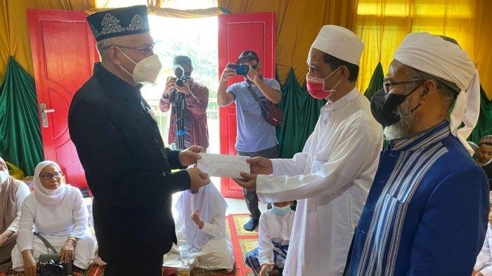 Gubernur Sulawesi Tenggara Gelar Tradisi Pakandeana Ana-Ana Maelu di Hari 40 Agista Ariany Berpulang