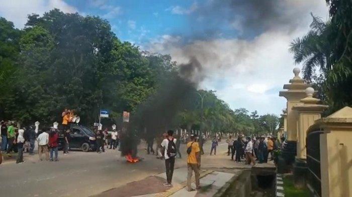 Unjuk Rasa Mahasiswa UHO di Polda Sultra Tuntut Penuntasan Kasus Penembakan Randi dan Yusuf