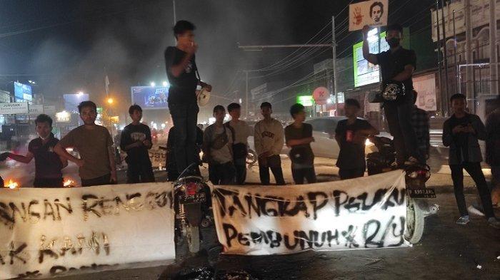 Unjuk Rasa Peringati Tragedi Kematian Randi & Yusuf, Mahasiswa UHO Kendari Tuntut Polisi Usut Tuntas