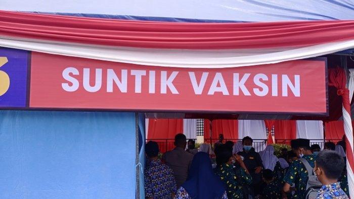 Suasana vaksinasi covid-19 di Markas Brimob Polda Sultra, Rabu (13/10/2021). (Foto: Fadli Aksar)