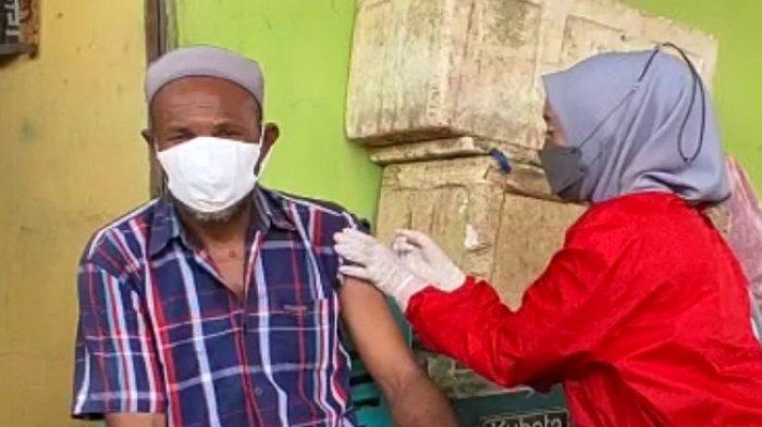Badan Intelijen Sulawesi Tenggara Jemput Bola Vaksinasi Covid-19 Lansia di Kawasan Pesisir Kendari