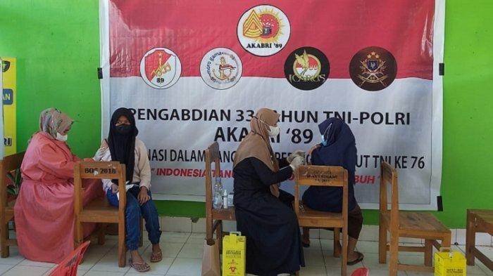 Alumni DSD SDS 98 Polda Sultra Gelar Vaksinasi Covid-19 di MTSN 3 Batu Gong Konawe, Bagi Sembako