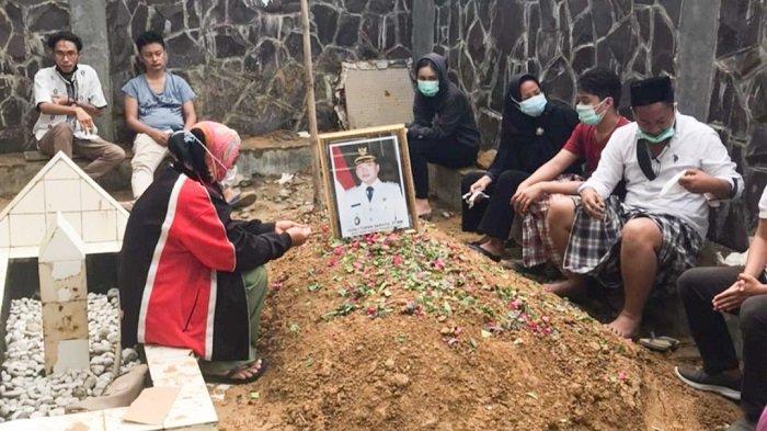 Jenazah Wakil Bupati Konawe Gusli Topan Sabara Dimakamkan di Samping Makam Leluhurnya di Sampara